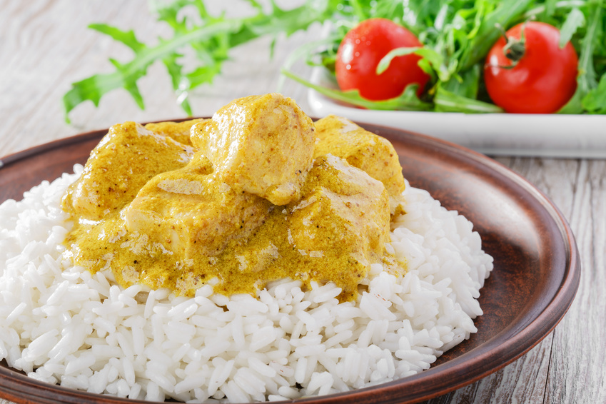 pollo al curry con frutta