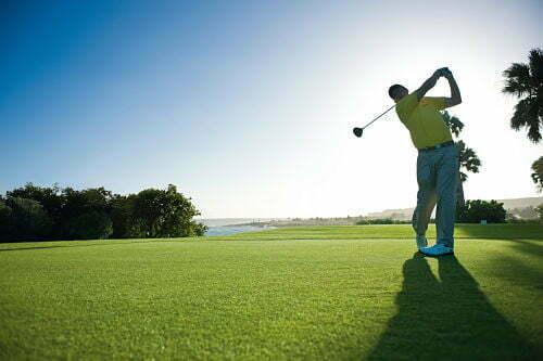 uomo che gioca a golf a santo domingo