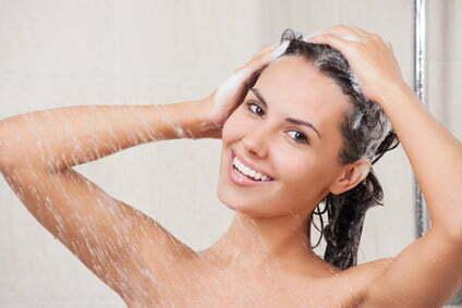 come proteggere capelli da sole e mare