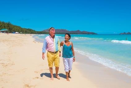 due pensionati sulla spiaggia che si godono la pensione a santo domingo