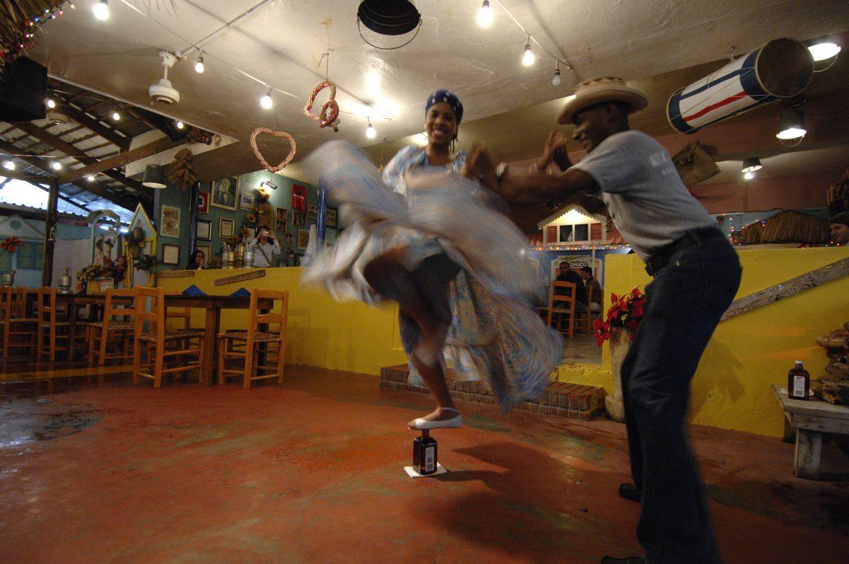 due persone che ballano il merengue dominicano