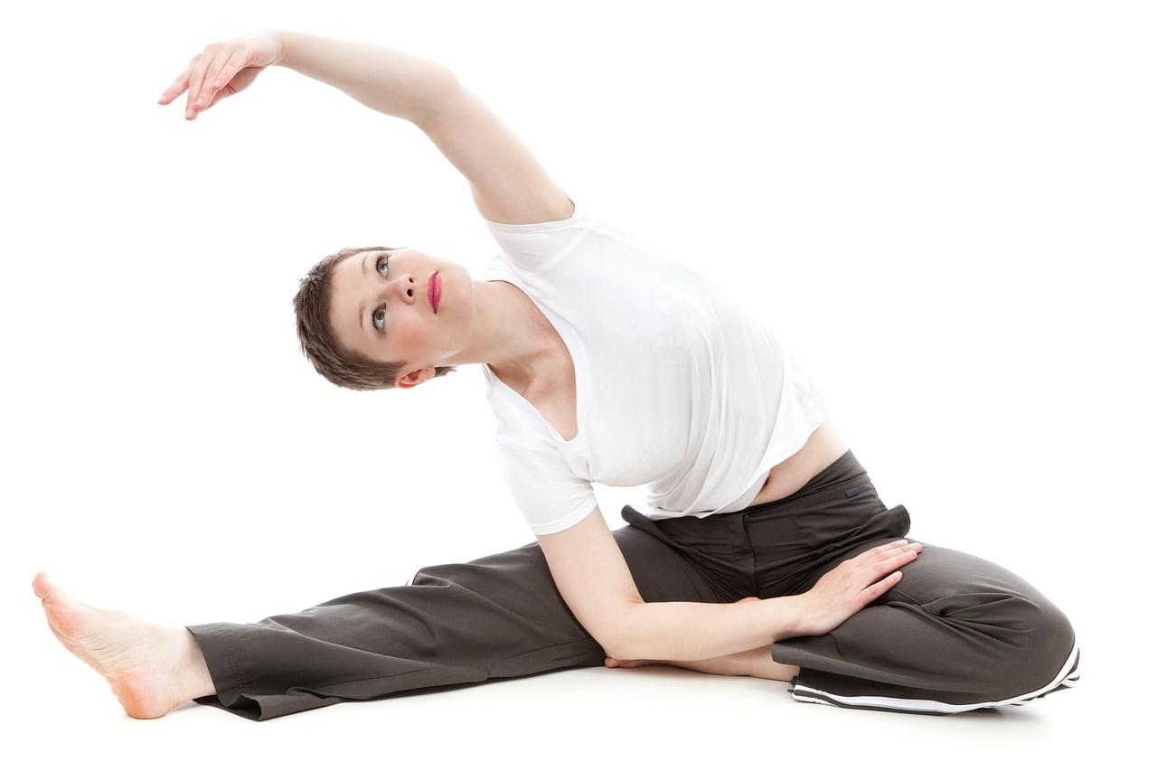 donna che fa ginnastica: come rinnovare il corpo in primavera