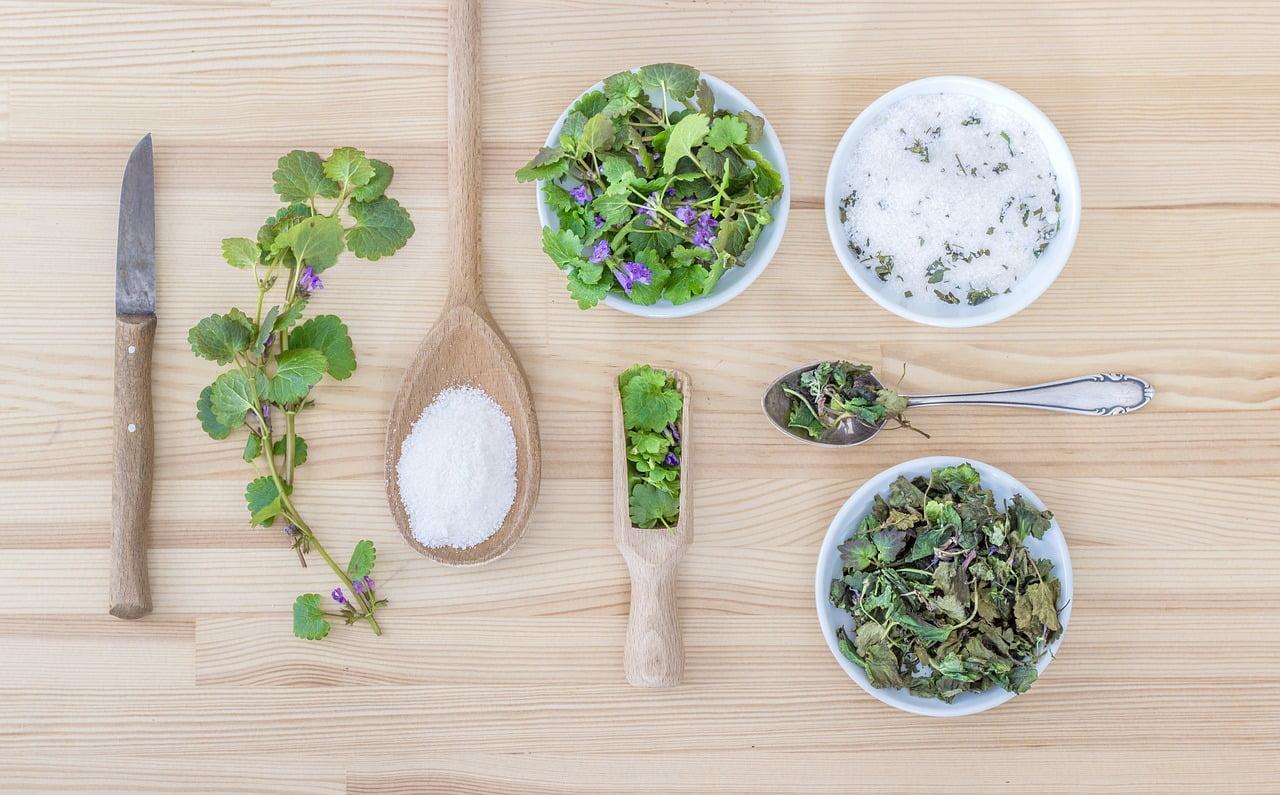 Un rimedio naturale per aiutare la digestione: le erbe